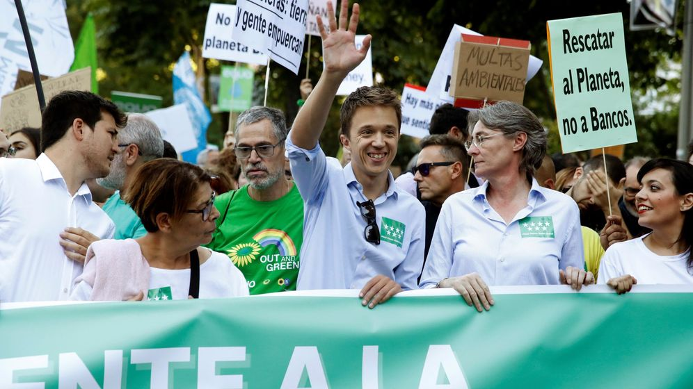 Foto: El candidato de Más País a las elecciones generales, Íñigo Errejón (c), durante una manifestación contra la crisis climática. (EFE)