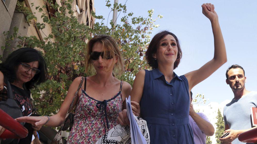 Foto: La salida exultante de Juana Rivas del juzgado