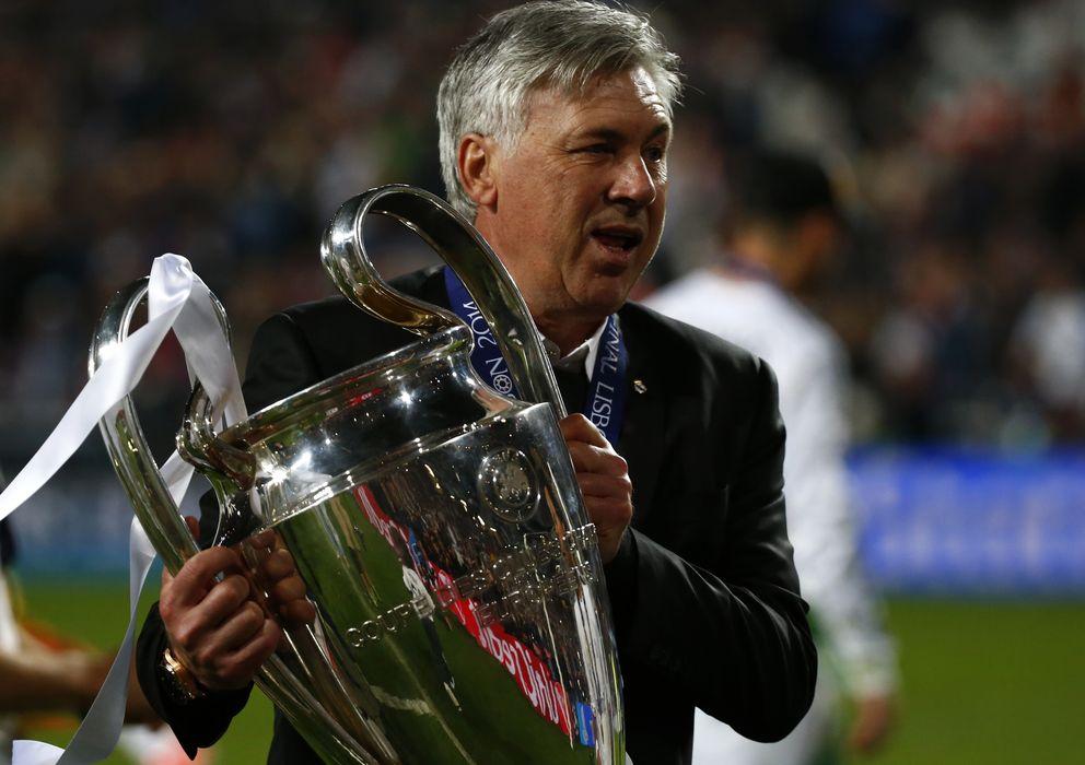Foto: Carlo Ancelotti posa con la Décima (Reuters).