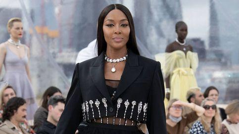 Naomi Campbell cautiva en el desfile de McQueen