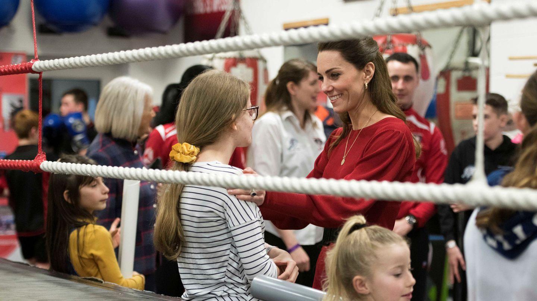 Kate Middleton, durante su visita al club de boxeo. (Reuters)