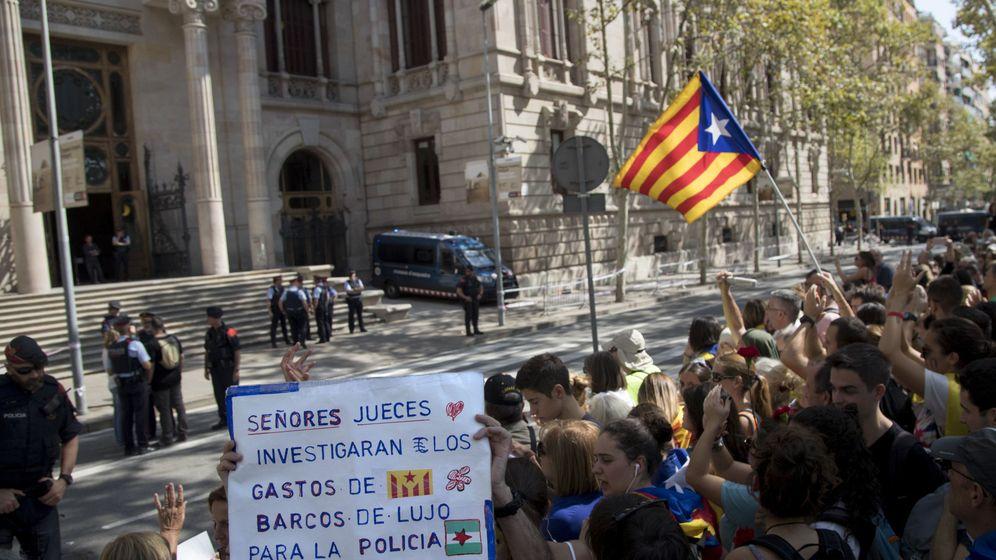 Foto: Protesta independentista ante el Tribunal Superior de Justicia de Cataluña. (EFE)
