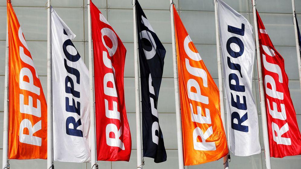 Foto: Banderas de Repsol (Reuters)