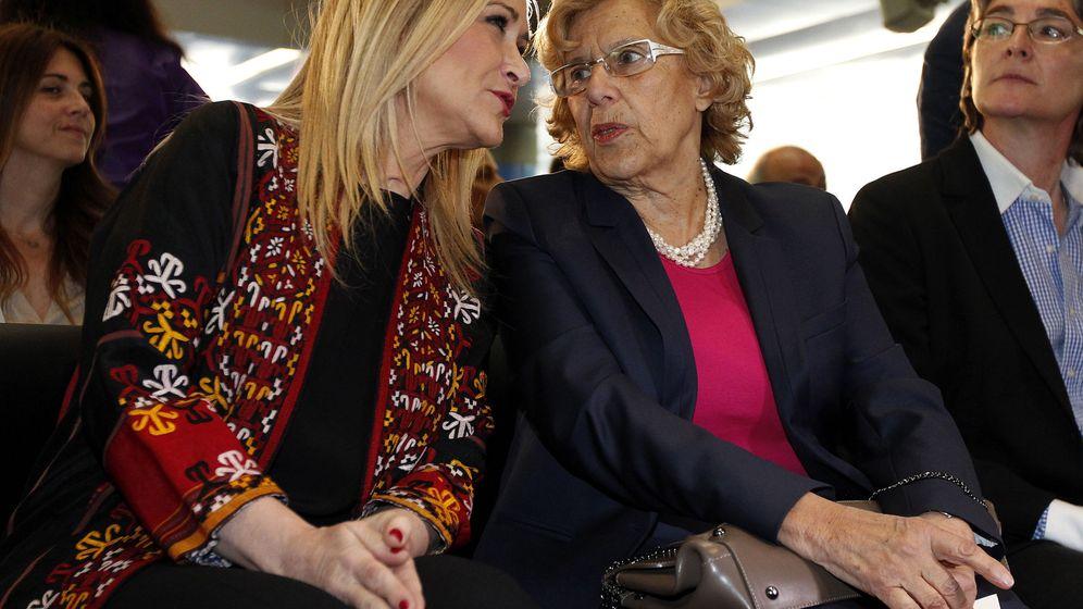 Foto: La alcadesa de Madrid, Manuela Carmena (d), conversa con la presidenta de la Comunidad, Cristina Cifuentes (i). (EFE)