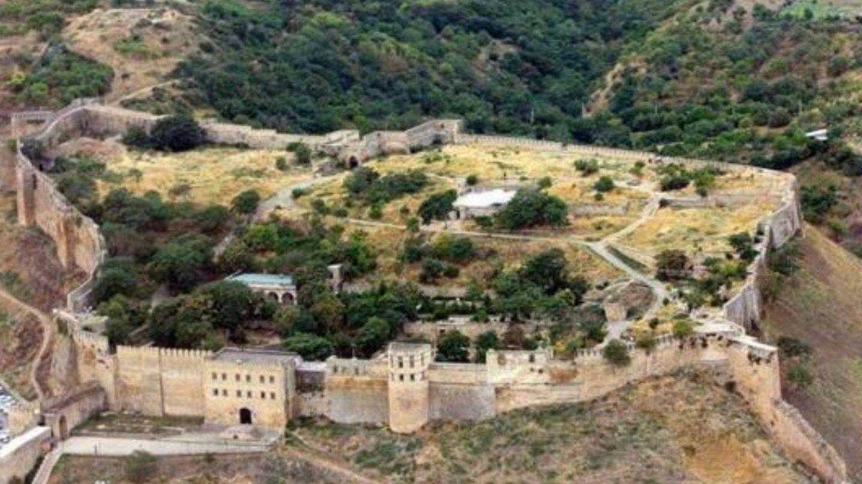 Vista aérea de la fortaleza de Naryn-Kala. (National University of Science and Technology)