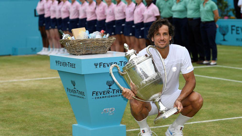 Foto: Feliciano López celebra su título de individuales en Queen's. (Reuters)