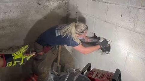 Rescate con final feliz de una perra atrapada entre dos muros de hormigón