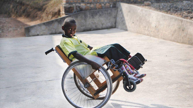 Fotogaler a sillas de ruedas recicladas en ruanda - Silla de ruedas ninos ...
