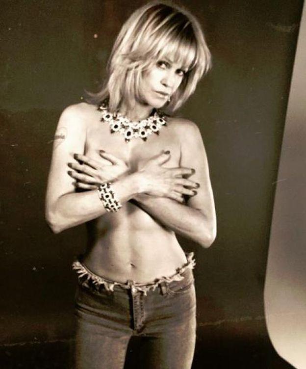 Foto: Melanie Griffith, en 'topless' para lucir sus joyas