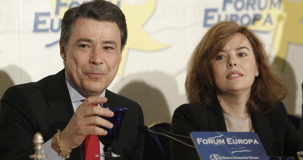 Foto: Ignacio González junto a la vicepresidenta Soraya Sáenz de Santamaría. (EFE)