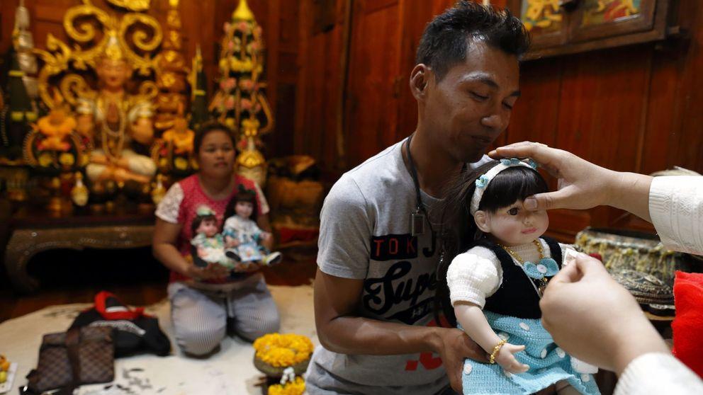 Restaurantes y cines para las extrañas muñecas que arrasan en Tailandia