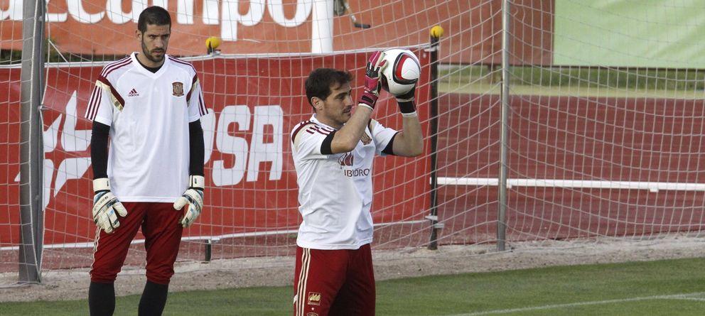 Foto: Kiko Casilla y Casillas, durante un entrenamiento de la Selección (EFE)