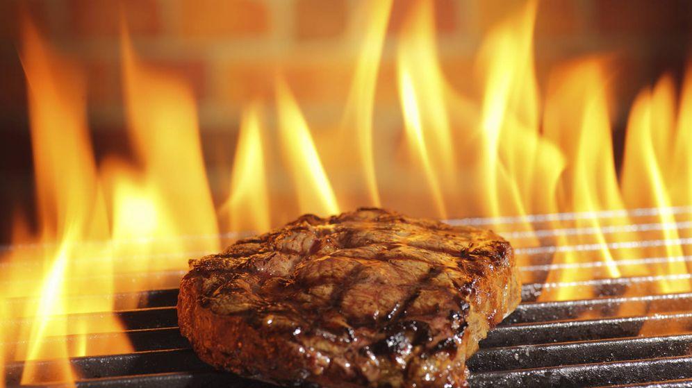 Foto: La cocción de carne a altas temperaturas genera sustancias cancerígenas. (iStock)