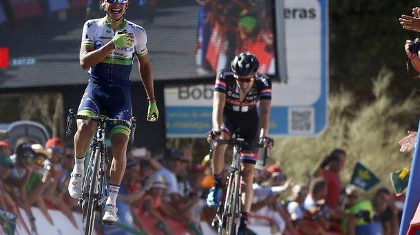 Foto: Estaban Chaves triunfó en Caminito del Rey (EFE).