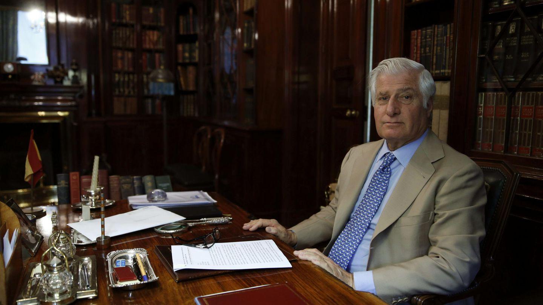 El duque de Alba, en su despacho privado de Liria. (EFE)