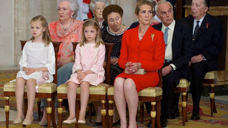 Las infantas Pilar, Margarita, Elena y Sofía y el infante Carlos. (EFE)