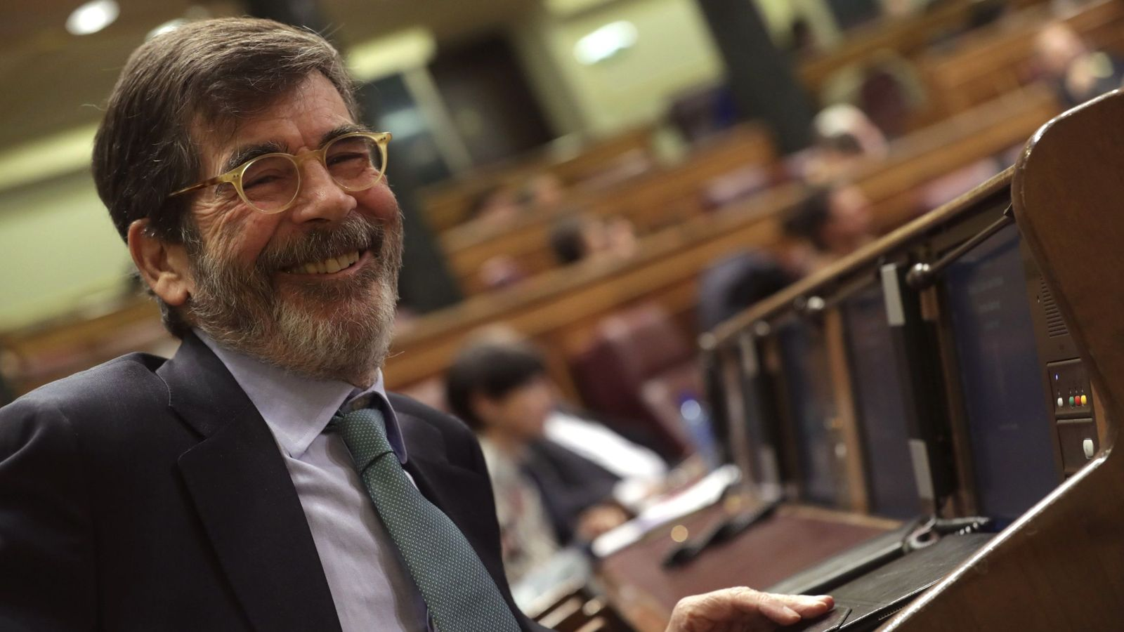 Foto: José Enrique Serrano, presidente de la comisión de evaluación y modernización del Estado autonómico, este 15 de noviembre en el pleno del Congreso. (EFE)