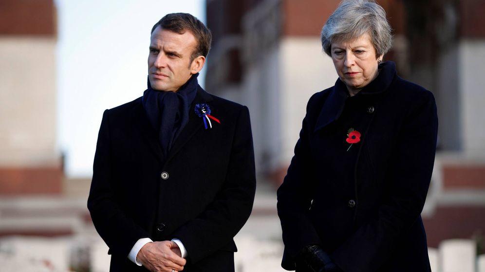 Foto: Emmanuel Macron y Theresa May durante los actos de conmemoración del armisticio de la Primera Guerra Mundial. (EFE)