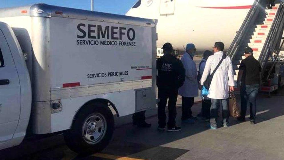 Foto: Los forenses sólo pudieron retirar el cadáver del avión ya que el hombre ya había fallecido (Foto: Fiscalía General de Sonora)