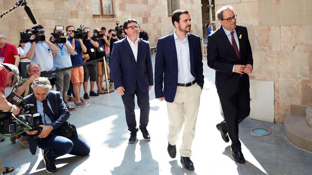 Foto: El presidente de la Generalitat, Quim Torra, junto al coordinador federal de Izquierda Unida, Alberto Garzón. (EFE)