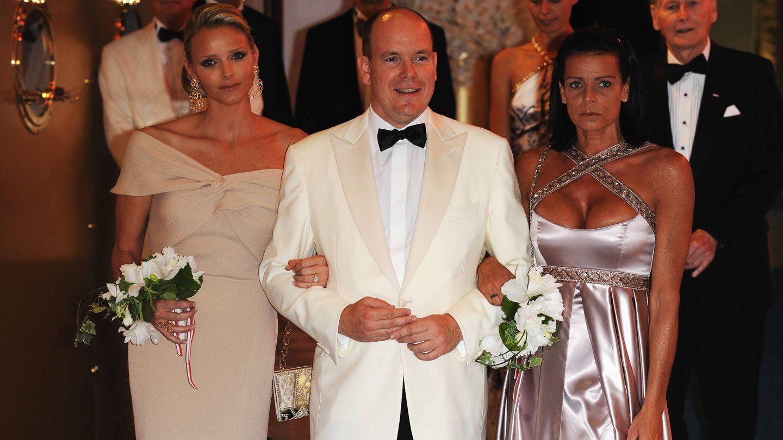 Charléne, Alberto y Estefanía de Mónaco en el Baile de la Rosa de 2010. (Getty)