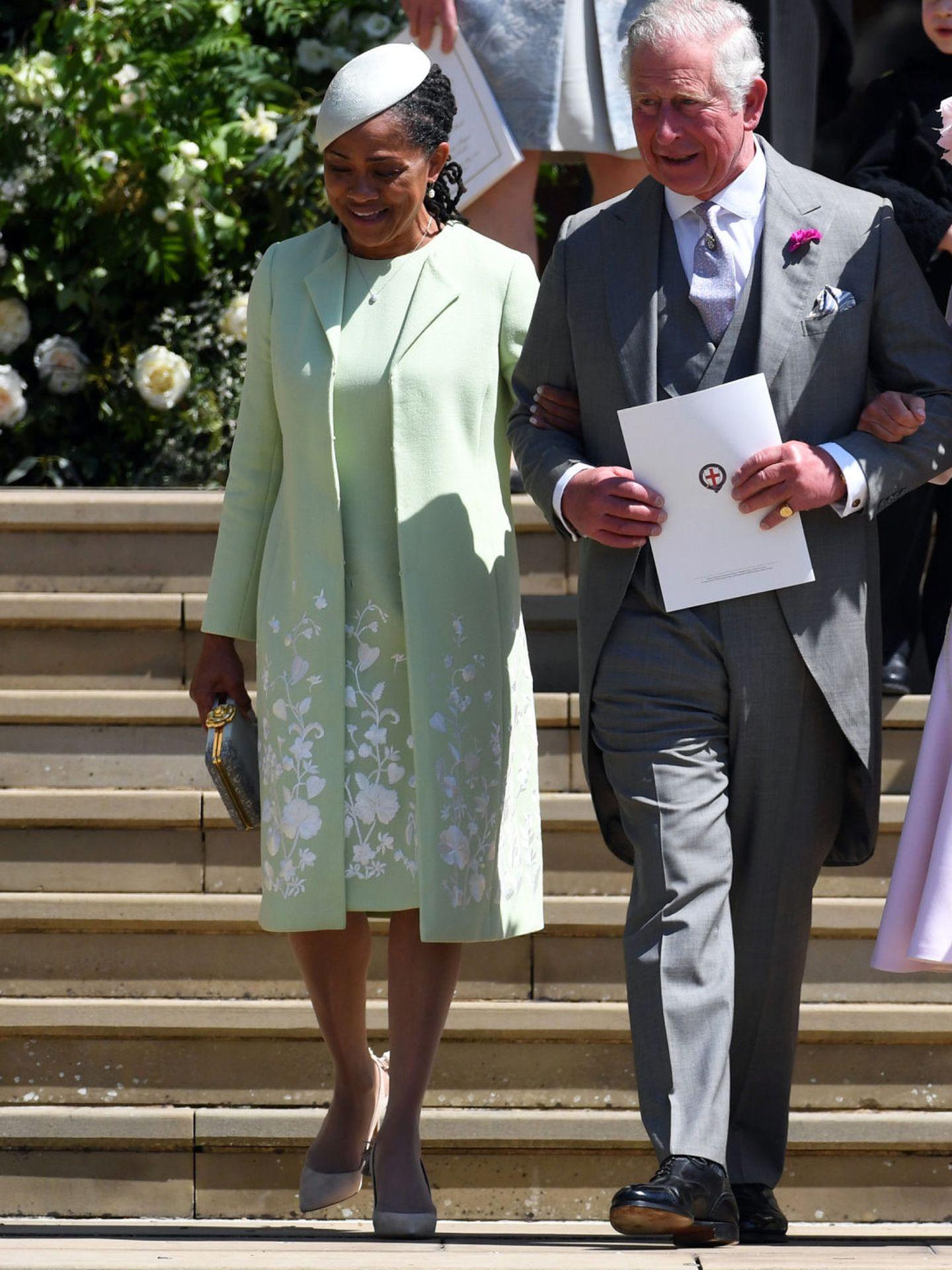 El príncipe Carlos, con su consuegra. (Reuters)
