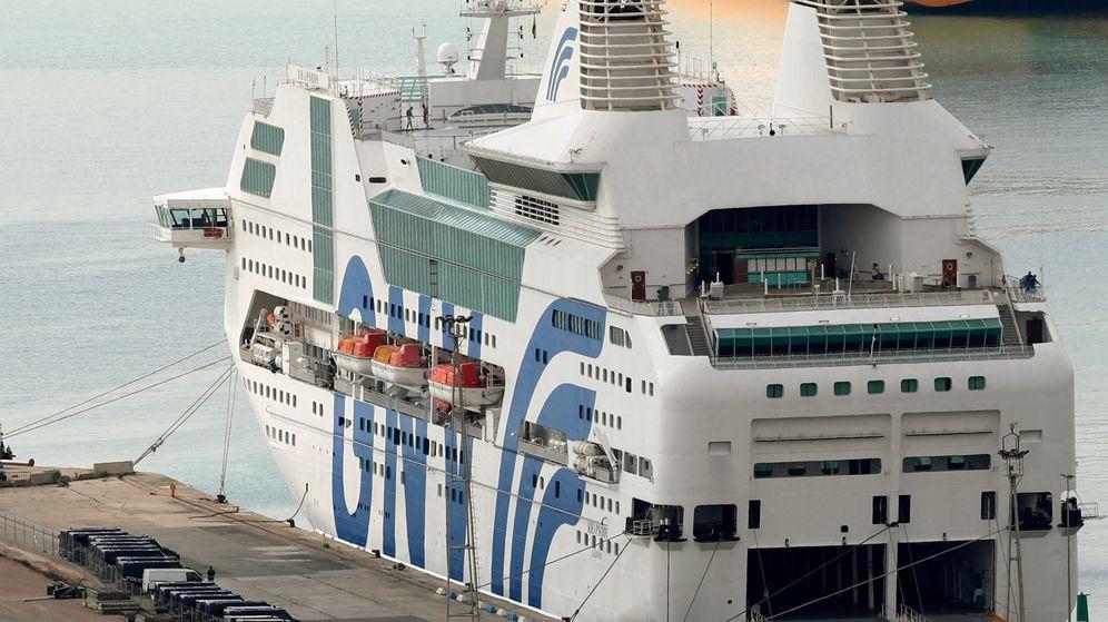 Foto: El crucero Rhapsody de la naviera GNV fletado por Interior, atracado en Barcelona desde el pasado 20 de septiembre (Reuters).