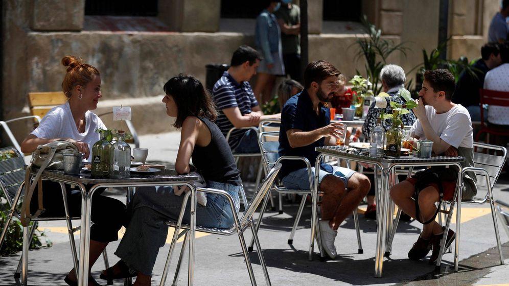 Foto: Domingo de terrazas y bares en Barcelona.