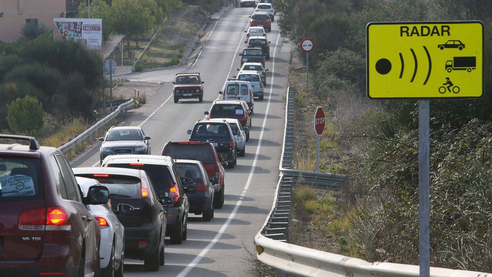 Foto: Señal de tráfico que avisa de la proximidad de un radar. (Efe)