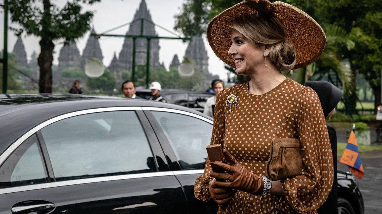 Máxima de Holanda, durante su tour por Indonesia con un vestido que recordaba a la película 'Pretty Woman'. (Getty)