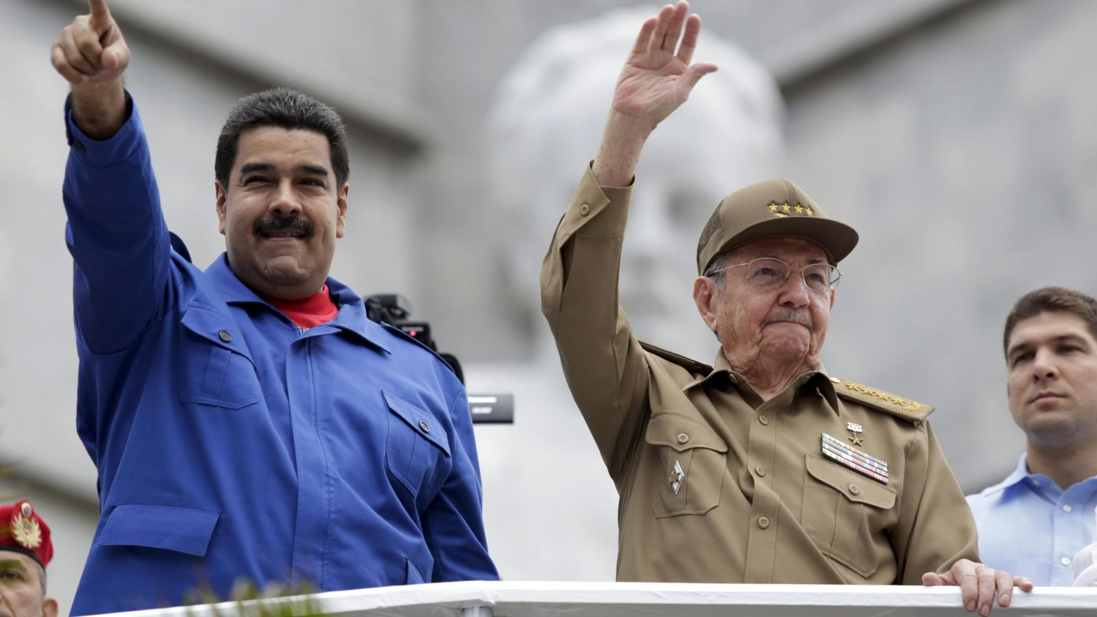 Foto: El presidente de Venezuela, Nicolás Maduro, con el presidente de Cuba, Raúl Castro, en La Habana con motivo del 1 de mayo. (Reuters)