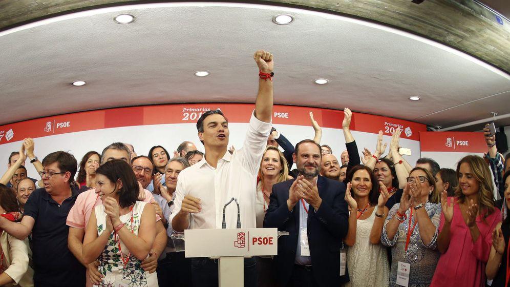 Foto: El vencedor de las primarias socialistas, Pedro Sánchez, comparece en Ferraz tras conocerse los resultados a la Secretaría General del PSOE. (EFE)
