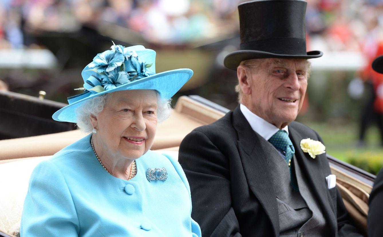 Foto: La reina Isabel de Inglaterra y el duque de Edimburgo. (Gtres)