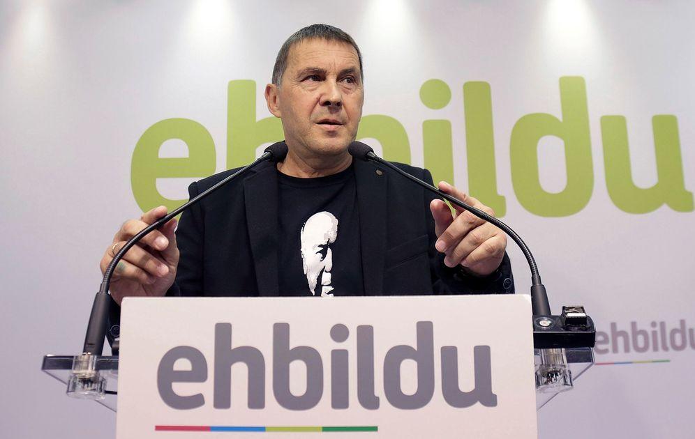 Foto: Otegi, durante su comparecencia de este martes en la sede de EH Bildu en San Sebastián. (EFE)