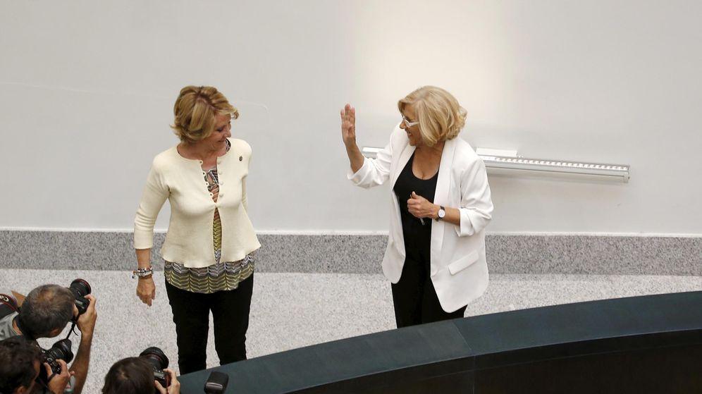 Foto: Esperanza Aguirre y Manuela Carmena (Reuters)
