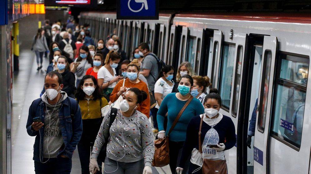 Foto: Las aglomeraciones en el transporte público en hora punta se producen, sobre todo, en Madrid y Barcelona. (EFE)