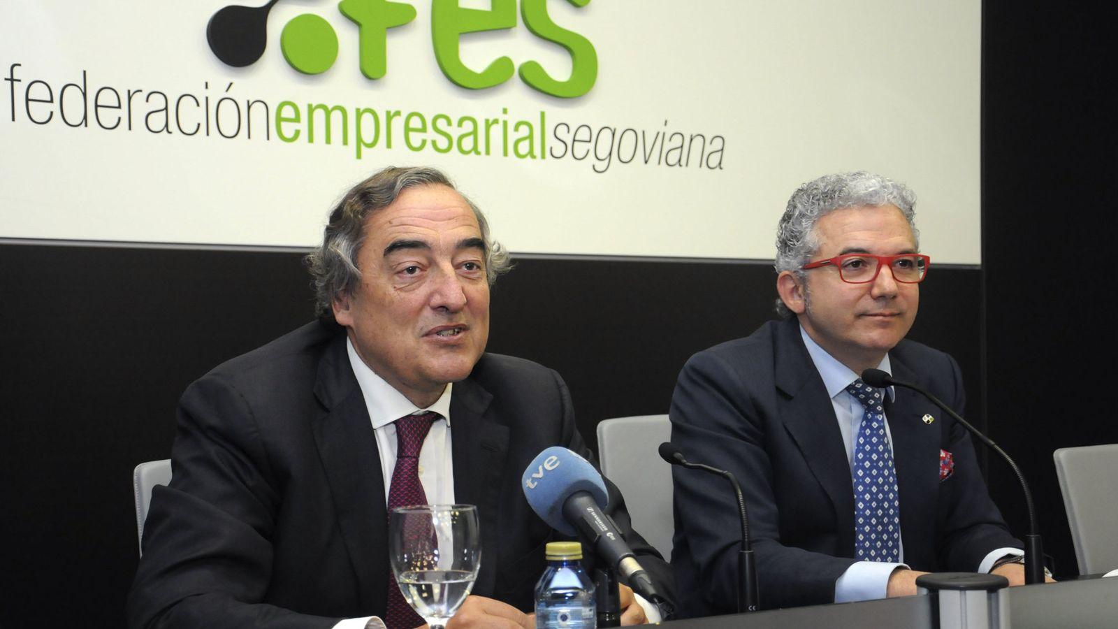 Foto: El presidente de la Confederación Española de Organizaciones Empresariales (CEOE), Juan Rosell (i). (EFE)