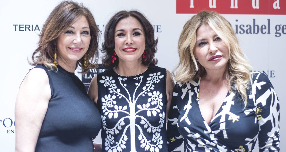 Foto: Isabel Gemio junto a Ana Rosa y Cristina Tárrega
