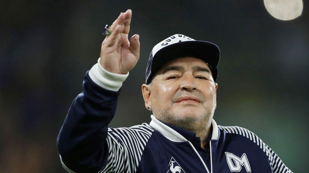 Foto: Diego Armando Maradona, durante el partido de Gimnasia y Esgrima contra Boca. (REUTERS)