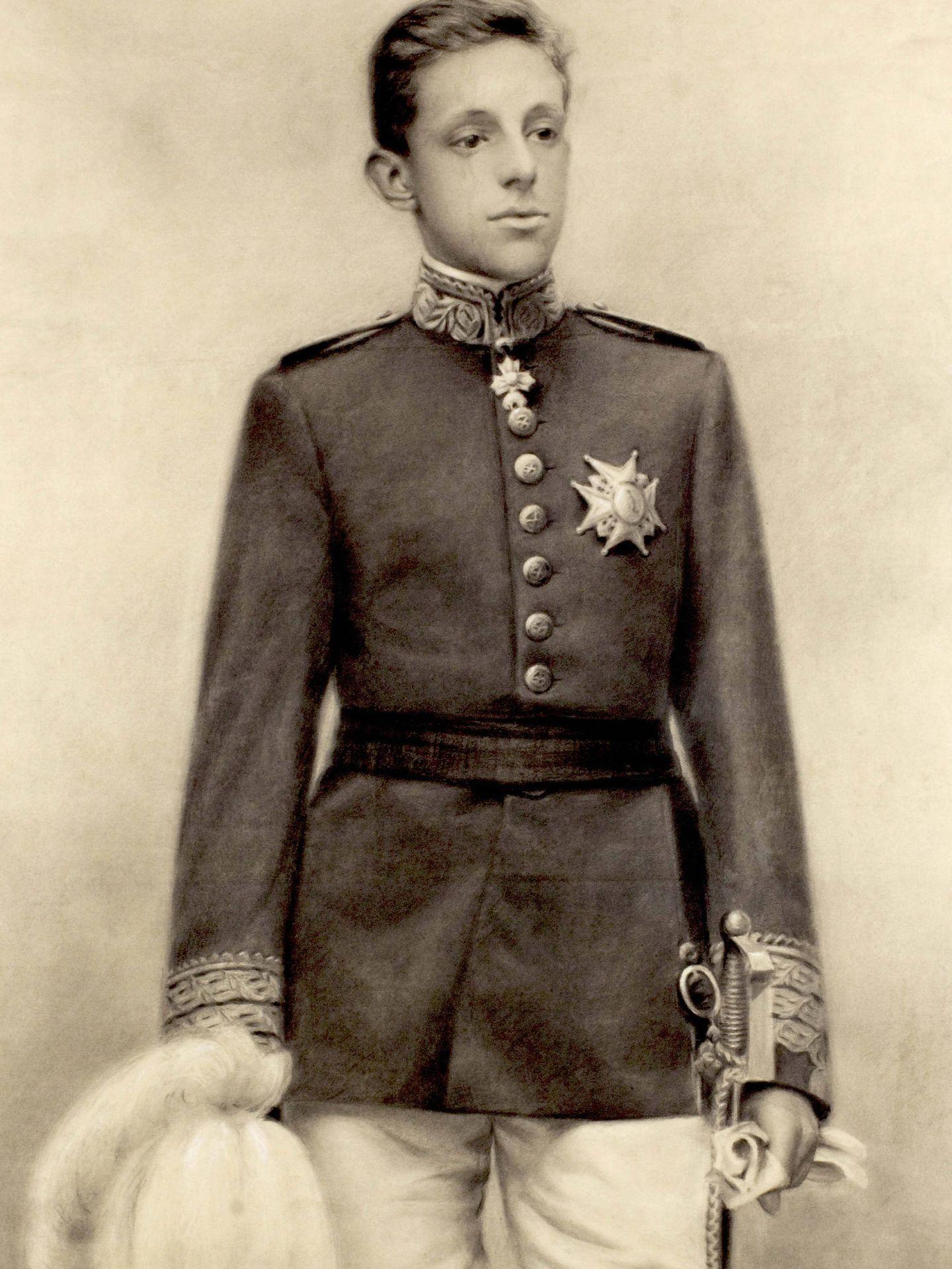 Retrato al carboncillo y tiza de Alfonso XIII de niño, obra de J. Gimeno. (EFE)