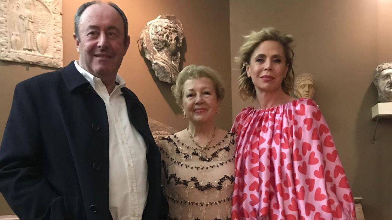 Ágatha y Luis, junto a la anfitriona. (Paula Fuster y Rosa Gallego)