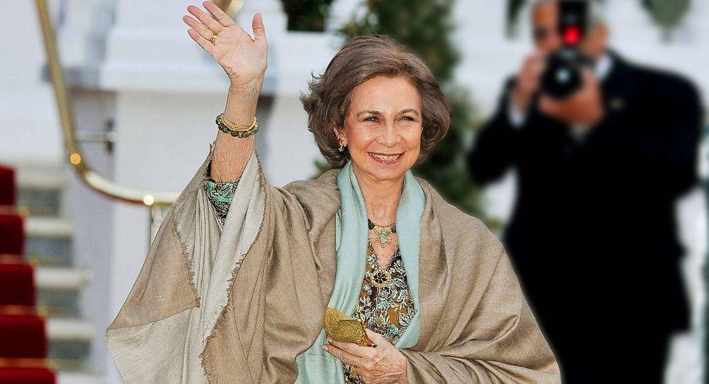 Foto: La reina Sofía, radiante, con un diseño en Londres de Margarita Nuez. (Getty)