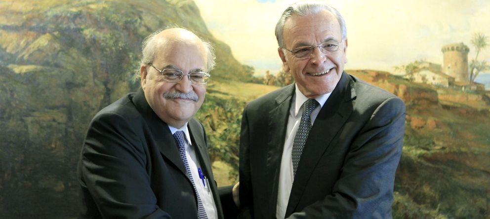 Foto: El 'conseller' de Economía, Andreu Mas-Colell (i), y el presidente de La Caixa, Isidre Fainé (EFE)