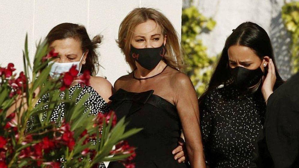 Foto: Ana Obregón, con su hermana y la novia de su hijo. (Cordon Press)
