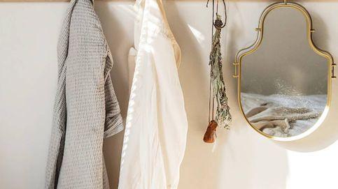 El espejo más práctico de Ikea es ideal para tu dormitorio (y tu casa)