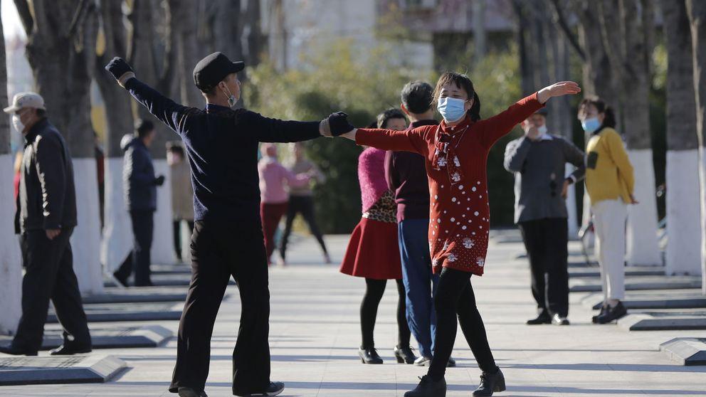 El día que España se encierra China sale a la calle: Hemos derrotado al coronavirus
