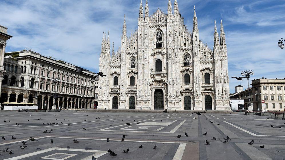 Foto: La plaza del Duomo de Milán, vacía por el confinamiento. (Reuters)