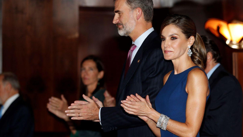 Los reyes Felipe y Letizia, durante el tradicional concierto de los Premios Princesa de Asturias en 2017. (EFE)
