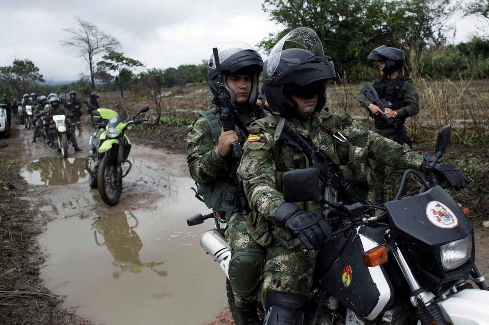 Foto: Soldados colombianos patrullan la frontera con Venezuela en Cúcuta, en febrero de 2018. (Reuters)