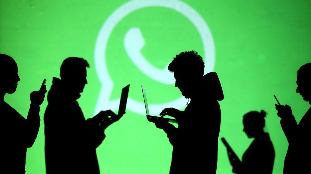 Foto: Siluetas de varios usuarios de WhatsApp. (Reuters)